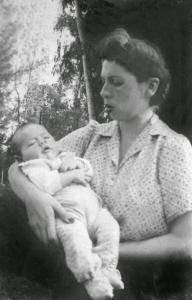 Figura 2- Minha mãe e eu em Pirassununga.