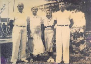 Figura 8- Meus avós paternos e seus filhos Yvonne e Ulysses