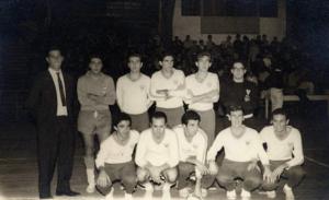 Figura 16- Time de futebol de salão que deu a vitória final na competição geral da PAULI-POLI de 1965, depois de 15 anos de espera.