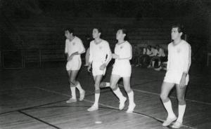 Figura 17- Time principal de futebol de salão da noite memorável. Da esquerda para a direita Del Grande, Enio, Mantovani e Eu.