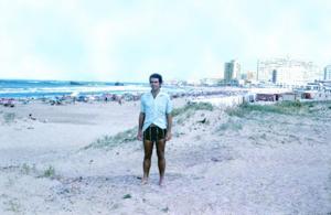Figura 6- Uma das conhecidas praias de Punta del Este, a Playa Brava. Ao fundo vê-se o centro da cidade.
