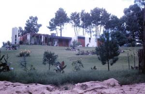 Figura 8-Vista de uma das inúmeras mansões de veraneio dos milionários argentinos e uruguaios na região do Country Grill, em Punta del Este.