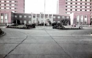 Figura 17- Vista da entrada principal do Policlínico Alejandro Posadas.