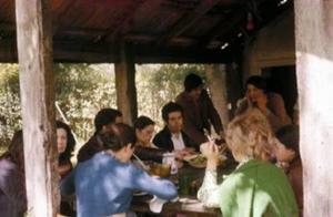 """Figura 10- Mais uma visão do galpão aonde comíamos os """"Asados"""", na casa quinta em Villa Eliza próximo de La Plata."""