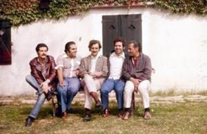 """Figura 12- Uma foto histórica, que nunca mais pode ser repetida, com os quatro amigos """"Platenses"""", da esquerda para a direita, Guimarey, Donatone, Cueto, eu e """"Negro"""" Rodrigues."""