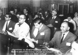 Figura 1- Toccalino (o terceiro da esquerda para a direita) participando da reunião da Sociedade Latino Americana de Investigação Pediátrica, em Viña del Mar, Chile, em 1968.