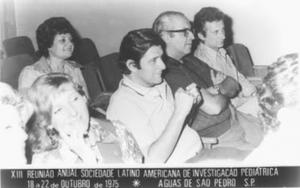 Figura 2- Toccalino juntamente com Licastro e Ortiz participando da reunião da Sociedade Latino Americana de Investigação Pediátrica, em 1975, dias antes da fundação da nossa Sociedade.