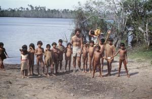 Figura 14- Crianças índias nos recebendo em aldeia Kuicuru.