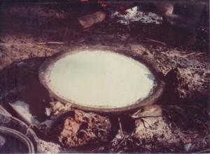 Figura 27- Beiju sendo assado diretamente sobre o fogo.