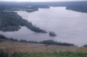 Figura 16- Vista aérea do rio Xingu à beira do Posto Diauarum em 1990.