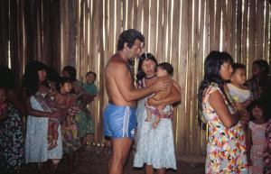 Figura 26- Trabalho de campo na aldeia Juruna em 1990.