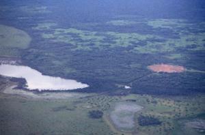 Figura 30- Vista aérea da aldeia Kuicuru próxima de um dos mais lindos lagos da região.