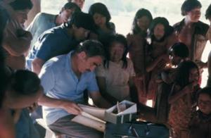 Figura 4- Ficha de identificação das crianças já na aldeia durante o trabalho de campo.