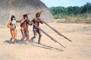Figura 6- Índios Camaiura em momento de festa na aldeia.