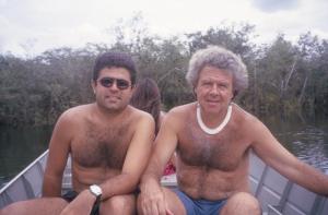 Figura 30- Uly e eu no barco navegando no rio Tuatuari.