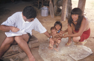 Figura 32- Uly incluindo um lactente índio em seu estudo.