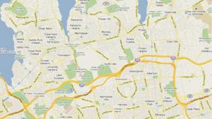 Figura 2- Mapa da região onde estão situados o hospital e o distrito de Manhasset. Pode-se observar o trajeto da LIE (495), bem como a Northern Boulevard e a linha férrea.