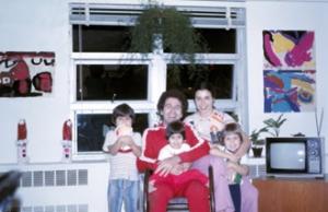 Figura 8- A família reunida já totalmente adaptada à nova forma de vida.