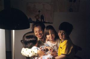 Figura 12- As crianças desfrutando da visita da avó paterna.