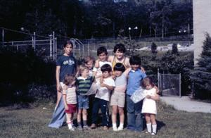 Figura 18- Uly e Juliana com seus amigos dos mais diversos países.