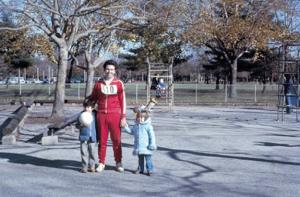 Figura 12- Um fim de semana no Eisenhower Park quando da minha participação de uma corrida de 6 milhas. Uly também correu 3 milhas e foi premiado como o mais jovem participante da prova.