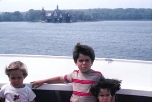 Figura 16- Uly, Juliana e Marina em um passeio de barco pelo lago Ontário na região das Thousand Islands.