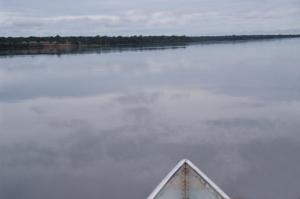 Figura 4 – Navegando pelo rio Xingu no seu curso médio.