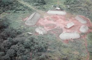 Figura 6- Vista aérea de 2 aldeias distintas do Alto Xingu. Notar a disposição circular das ocas e no centro do pátio observa-se a casa das flautas.
