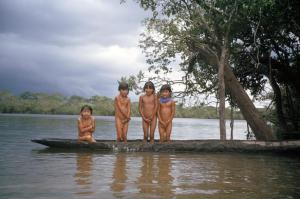 Figura 24- Crianças em suas mais variadas formas de diversão.