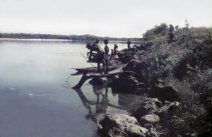Figura 6- Cena típica da pesca com arco e flecha.