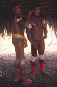 Figura 17- Índios pintados para a festa do Quarup.