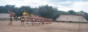 Figura 22- Festa do Javari. Índios perfilados para as danças.