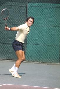 Figura 1- Momento de uma partida de tênis mostrando meu melhor golpe o revés.