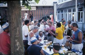 Figura 9- Confraternização musical com o grupo da Islândia, regada a muita cerveja dinamarquesa.