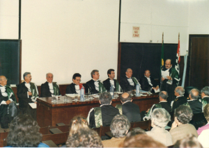 Figura 10- Cerimônia de posse de Professor Titular da Escola Paulista de Medicina em setembro de 1988. Professor Benjamin Kopelman como meu padrinho faz a saudação à minha posse.