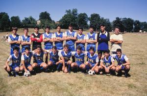Figura 17- O time completo para a partida de estreia em Estocolmo. Este time jogou torneios na Suécia, Dinamarca e Finlândia durante todo o mês de Julho de 1989. Foi para eles e também para mim uma experiência de inestimável valor, sempre recordada por todos, agora adultos, com muita alegria e carinho.