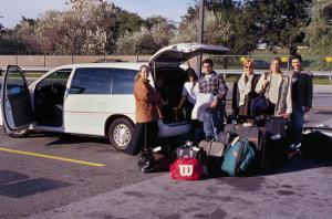 """Figura 25- A chegada do """"bando"""" em Nova Iorque e toda a bagagem; foi necessário alugar esta Van para poder acomodar todo o pessoal."""