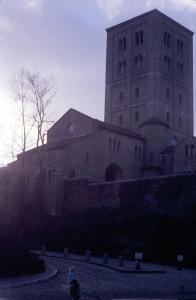 Figura 29- Uly e Juliana na visita aos Cloisters, no outono de 1977, um castelo medieval trazido da Europa por um milionário americano e transplantado no norte de Manhattan.