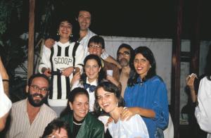 Figura 9- Nossos Especializandos e amigos do Brasil e de Portugal em um dos churrascos de confraternização que costumeiramente organizávamos em nossa Clínica.