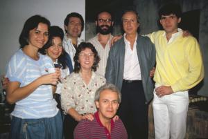 Figura 10- Nossos Especializandos e amigos do Brasil e de Portugal em um dos churrascos de confraternização que costumeiramente organizávamos em nossa Clínica.