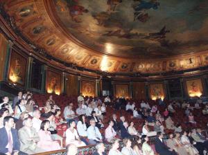 Figura 37- Participação no Congresso da LASPGHAN em Madri, em 2003, organizado na Sociedade de Médicos local, em um anfiteatro preservado desde sua construção há alguns séculos, inclusive mantida intacta a sala aonde Ramon e Cajal fizeram seus trabalhos de pesquisa sobre os neurônios.