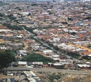 Figura 4- Vista aérea panorâmica da favela cidade Leonor e sua conexão com a região urbanizada.