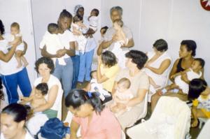 Figura 19- Exitoso grupo de mães e lactentes de implantação do projeto de aleitamento natural na comunidade.