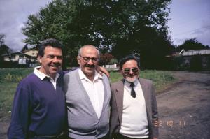 Figura 1- Da esquerda para a direita Eriberto Fernandez, Prof. Trabulsi e eu em Valdivia, Chile, em 1992, durante um Simpósio sobre Agentes Enteropatogênicos.