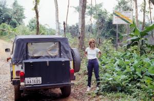Figura 4- Profa. Isabel ao adentrar a reserva indígena, área de preservação ambiental.