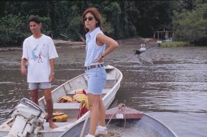 Figura 19- Viajando de barco pelo canal de Cananéia até chegar à entrada da trilha para começar a caminhada em direção à aldeia Guarani no interior da ilha.