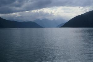 Figura 6- Entre Oslo e Bergen cruzam-se vários fiordes, cenário típico da Noruega.