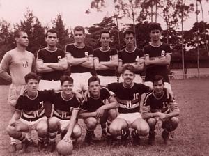 Figura 18: Meu primeiro time oficial, o juvenil do Banespa, jogávamos aos domingos à tarde. Sou o número 10.