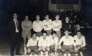 Figura 25: Time de futsal que venceu a Pauli-Poli de 1965. Estou em pé terceiro à esquerda.