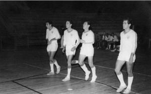 Figura 26: Equipe entrando na quadra do ginásio do Pacaembu.